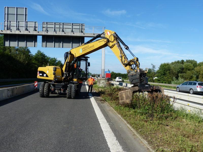 CAT M318D mit Sortiergreifer Rodung Autobahn